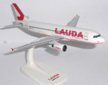 Airbus A320 Lauda Air Austria Snap Fit Collectors Model Scale 1:200 E (1)